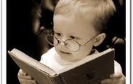A Gabriel le gusta leer libros.