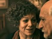 Helen McCrory - Mama Jeanne, esposa de Georges.