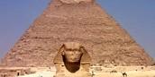 ספינקס ופירמידה