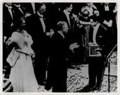 """9ºpregunta:Investiga en qué momento se le concedió el premio Nobel a Juan Ramón Jiménez y por qué su sobrino se refirió a ese acontecimiento como """"la trágica gloria del premio Nobel"""""""