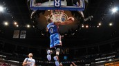 Russell Westbrook does a great dunk