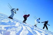4 people skiing