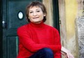 זוהי תמונה של הסופרת גלילה רון פדר-עמית.