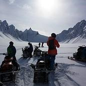 Explorez le Chugach près de Valdez et Thompson Pass avec Black Ops Valdez Motoneige Ski et snowboard !