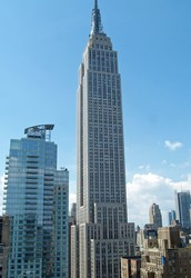 Facts and height history of the Empire State Building.