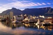 Victoria & Alfred Waterfront Mall com a Table Mountain ao fundo