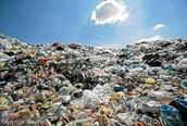 Bardzo pojemny Śmietnik 110 l . Pomieści dużo śmieci .