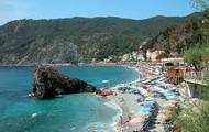 Walk on Italys white sandy beaches