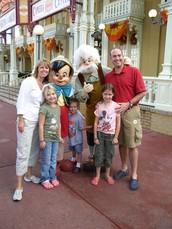 Mi familia y yo fuimos a Disney World cuando fue en segundo grado.