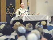priest speaking about Yom Kippur