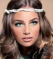 Example of the use of blush and bronzer