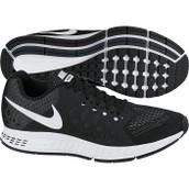 Zapatos blancos y negros de Nike