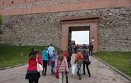 У входа в замок