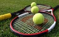 el gusta jugar al tenis