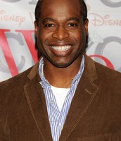 Phill Lewis as Tom Robison