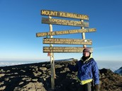 This brave tourist climbed to the top of Mount Kilimanjaro!