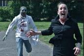 Step 2: Si un zombi me persigue yo voy a advertir a mi familia.