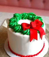 Sweet Holiday Wreath Cake!