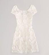 El vestido de blanco cuesta $15.