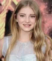 Willow Shields (Emmie)