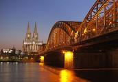 Der Kölner Dom und die Hohenzollernbrücke.