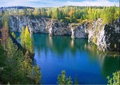 Карелия-край лесов и болот, с первого взгляда: Красивые пейзажи, уникальные заповедники и одно из чудес света, а именно остров Кижи...