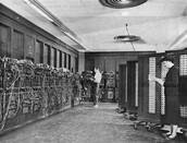 ¿Cuanto espacio ocupaba el primer computador de la historia?