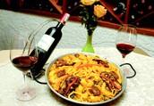 La especialidad de la casa: Paella Valenciana y Marinera