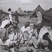 עולים מתימן במחנה הקליטה ראש העין באוקטובר 1949 .