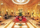 Quieres te aloja en un hotel de cinco estrellas.