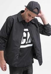 Scopri la collezione da uomo in promo per un outfit trendy