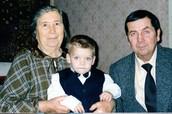 Я з дідом в гостях у прабабусі