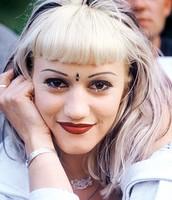 Gwen Stefani skinny eye brows