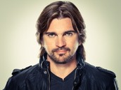 Juanes In A White Room