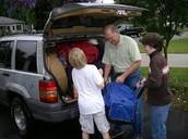 nosotros empezamos a empacar el carro.