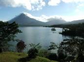 el lago: Lake Arenal