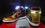 Los zapatos rojo, y oro