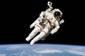 חליפת החלל בחלל