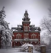 The Vaile Mansion in the snowy weather.