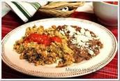 El Desayuno menú: los huevos mezclado con machacado ochenta cinco pesos (85)