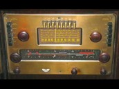 Celia empezó a cantar cuando era niña.  Fue muy importante el radio en Cuba en los años 1940s y 1950s.