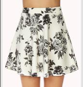 Blanco y Negro falda Floral $15.00