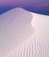 Una duna de arena a anochecer