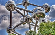 Atomium from the ground.