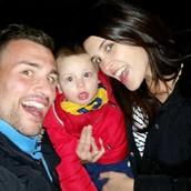 LA FAMILIA UNIDA Y FELIZ (Sonia a la derecha, Raúl en la izquierda y el bebé en medio).