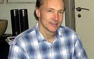A younger Tim Burner-lee