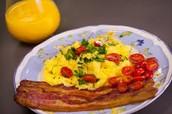 Los huevos con tocino (doscientos cincuenta y tres pesos 253)