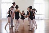 bailando de manera grupal
