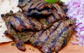 Carne Asada cuesta doscientos pesos.