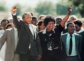 Liberazione di Nelson Mandela (1990) segna la fine dell'apartheid.